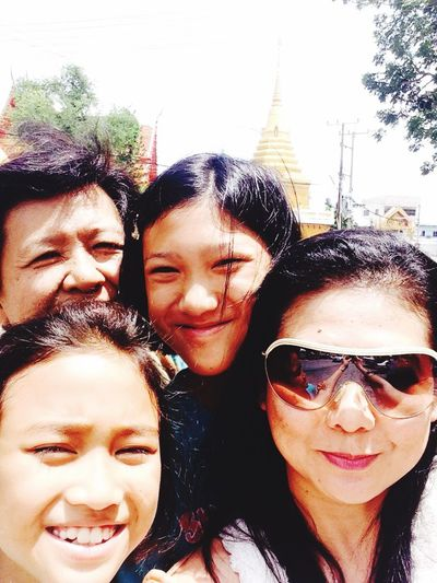 What I Value to take my mom and nieces to the temple for praying. After their parents separated, their smiles are changed. Family Mom Niece  Traveling Happy Selfie ✌ Praying Peace And Love My Love
