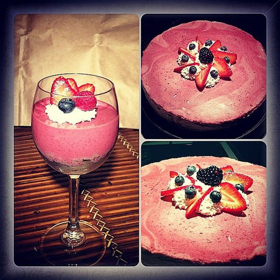 TBT  Sprinter Torinoélamiacittá Instagoods Instacooking Ig_ Ig_torino_ Ig_cooking Ig_kitchen Photooftheday Photographer Cookphotography215 Cake Moussecake Wood Glassofwood Strawberry Bluberry Mixberrymoussecake Buonanottetorino Produziioninotturne