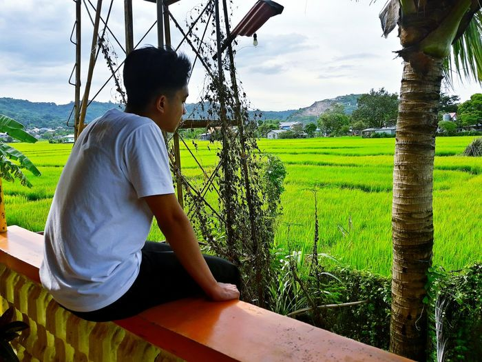 Seanpaoloeniceo Relaxation Casual Clothing Rear View Sitting Full Length Sky Field Childhood Mountain Range Rural Scene Mountain Tranquility Tranquil Scene Enjoyment Solitude Day Cloud Outdoors Getting Away From It All Growth