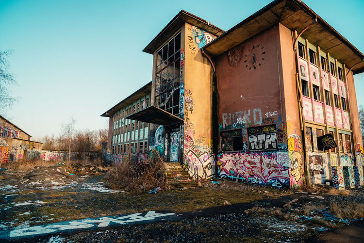 Abandoned Abandoned Buildings Abandones Places Architecture Building Exterior Built Structure City Day Deserted Deserted Places Frightening Graffiti Loneliness Lost Places No People Outdoors Sky