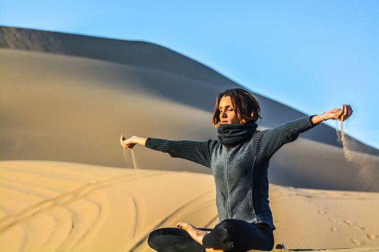 Yoga Relaxing Hi! Taking Photos Landscape Sahara