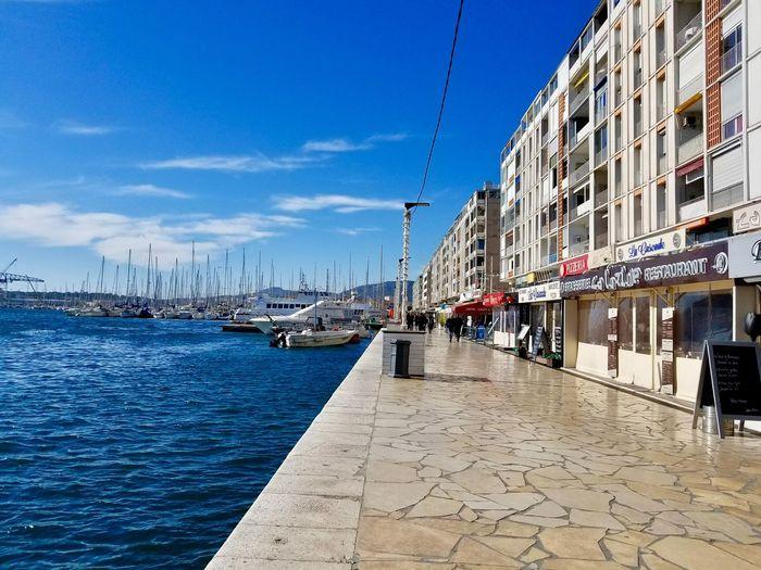 Toulon Water