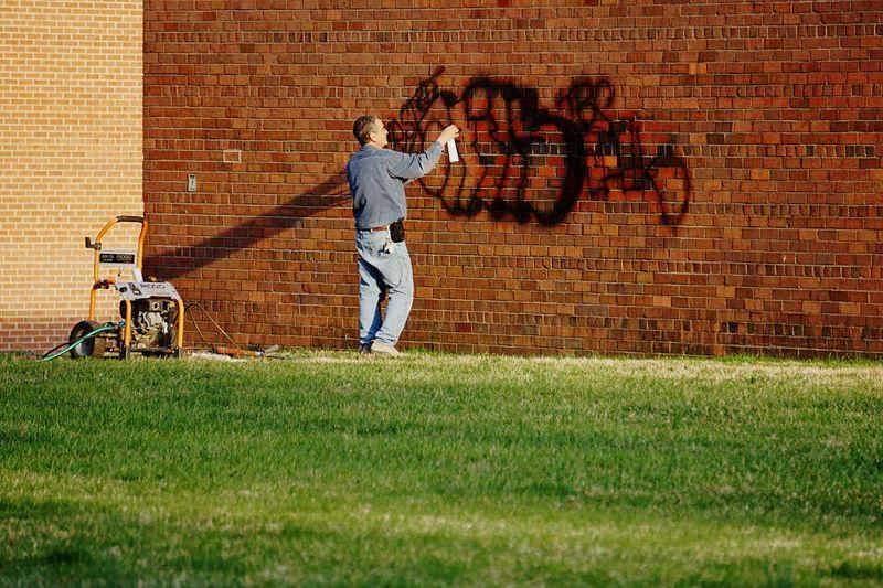 Graffiti cleanse Graffiti Graffitti Clean Wall Brick Wall The Artist Critic The Critic The Photojournalist - 2015 EyeEm Awards The Street Photographer - 2015 EyeEm Awards