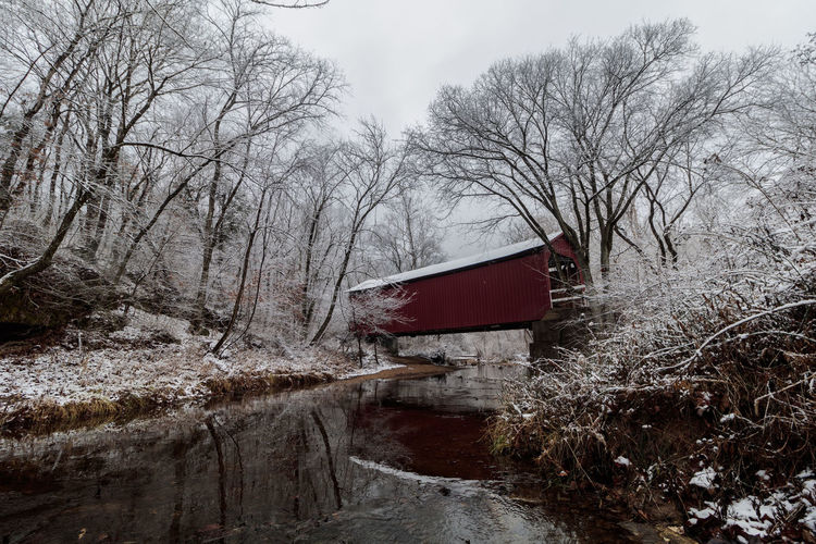 Sandy creek Cover bridge with Missouri first snow fall this year.. 2017 Architecture December Landscape_Collection Red Reflection Winter Bridge Canon Canonphotography Cover Bridg Landscape Landscape_photography Landscapes Photography Snow Snow Fall Water