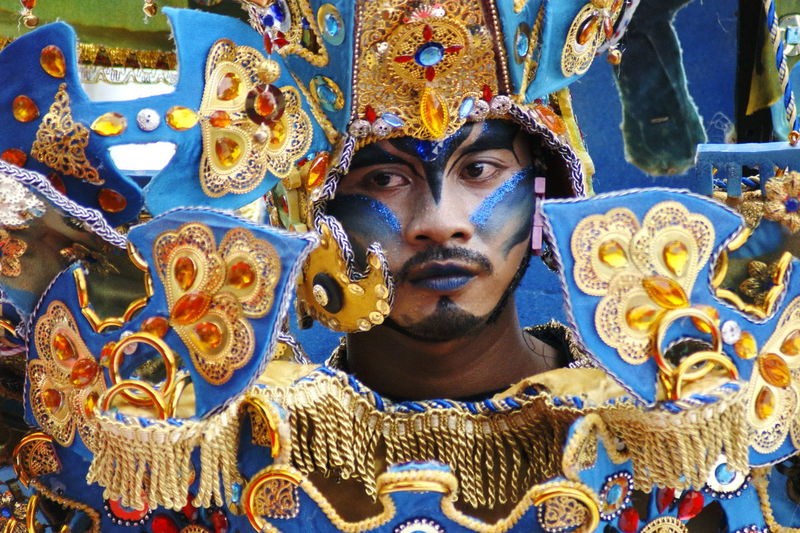 Kepri Fashion Carnival Eye Make-up Culture Cultural Heritage Cultures Culture Of Indonesia Culture And Tradition Classic Style Classic Elegance Traditional Culture Parade Carnival Carnival - Celebration Event Carnival Spirit Carnival Time Multi Colored Men Close-up Male Likeness Idol Human Representation Art