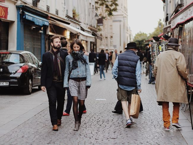 Live Love Shop Paris Colors Shop Street Photography Shopping ♡ People Street Couple Two Is Better Than One Embrace Urban Life מייסטריט מייפריס Adapted To The City The Street Photographer - 2017 EyeEm Awards