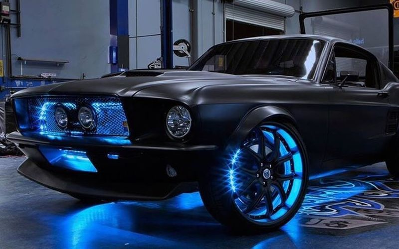 Black ford mustang
