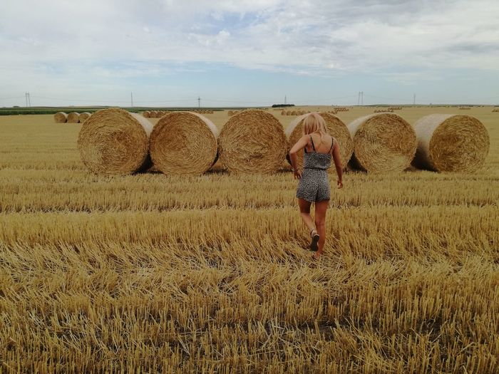 Bale  One Person Field Adult EyeEmNewHere Summer Long Hair Blond Hair Beautiful Woman Women Of EyeEm Beautiful Women ♥ EyeEm Best Shots - Nature Young Women Cloud - Sky Beauty Outdoors Lost In The Landscape