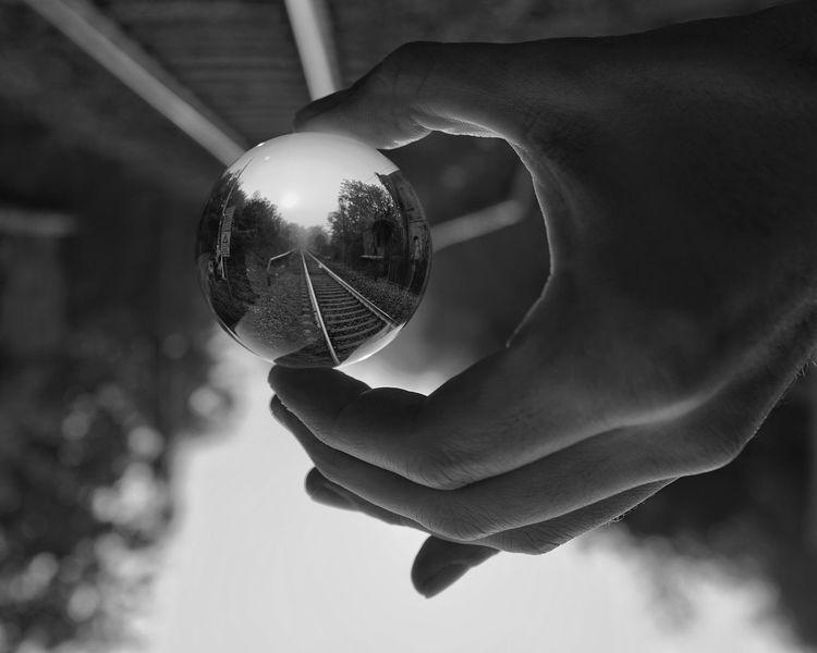 Close-up Human Body Part Day Autunno  Autunno🍁🍁🍁 Sony A7rm2 Sal24f20z Sony A7RII Sony A7m2 Lombardia, Italy Railway Railroad Tracks Rails Railways Ferrovia Rotaie Treno Treni E Binari. Blackandwhite Black & White Blackandwhite Photography Black And White Sal24f20z Zeiss 24 Distagon Zeiss Black And White Friday