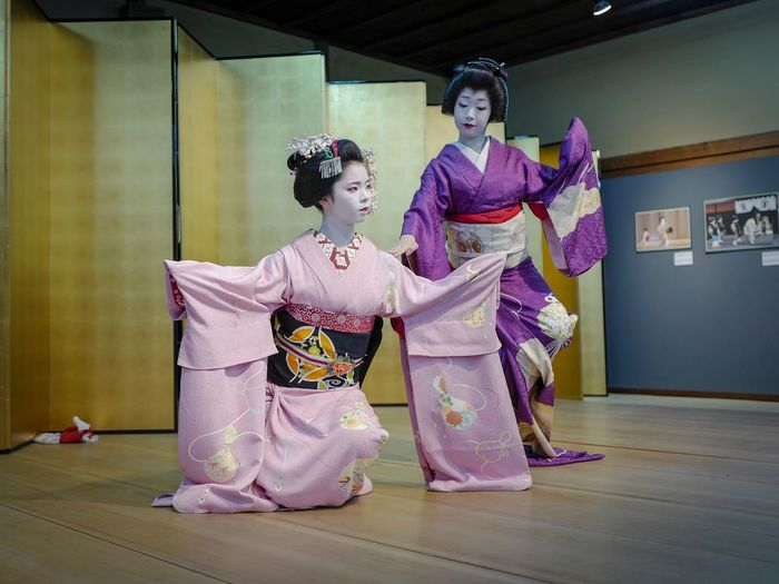 """Kyo-mai dance Maiko """"Mametama ( 豆珠 )"""" and Geiko """"Ichiyuru ( 市有理 )"""" Yasaka Club, Gion Kyoto. 13, April 2018 / LEICA Q 35mm( Digital Frame Selector ) No filter No Flash Handheld + Lightroom Mobile for iPad de Good Night Travel Destinations 京都市  八坂倶楽部 Kyoto Photography LEICA Q Typ116 35mm No Flash Stage Photography 祇園甲部 舞妓 芸妓 Kyo-mai ( 京舞 ) Stage - Performance Space Togheterness ふたり Traditional Clothing Women Portrait Females Looking At Camera Stage Costume Arts Culture And Entertainment Indoors  People Beautiful People"""