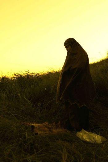 Beuty Of Nature Friendship Girl Moeslem Mountains Prays Spirituality Sunset