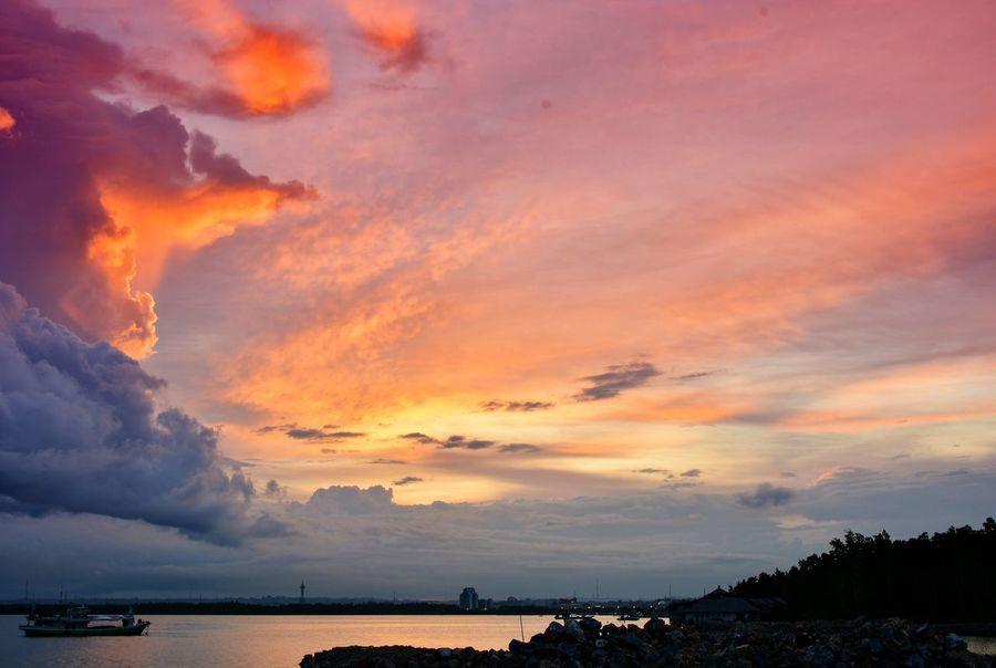 EyeEm Best Shots - Sunsets + Sunrise EyeEm Nature Lover EyeEm Best Shots EyeEm Gallery Sunset_collection Sea And Sky Sunset Silhouettes Sky And Clouds Sky_collection Tadaa Community Kendari Bay