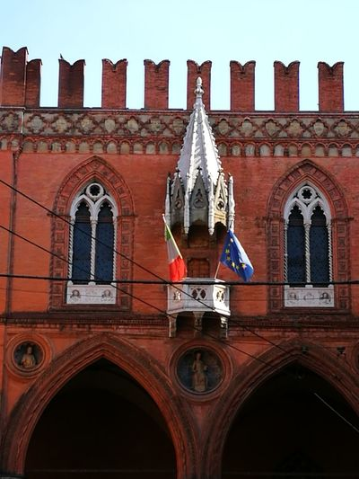 passeggiando a Bologna... Bolognacentro Bologna_city Bolognawelcome Bolognacity Bologna_details Bolognaise Ilovebologna Ilovebologna❤️ Portici Porticibologna Dettaglio Iragadibolo Iragazzidibolo Passeggiandoabologna Gianna Italy Italian Architecture Bologna Bologna, Italy Beautiful City Palazzo Della Mercanzia Politics And Government City Red History Arch Window Patriotism Architecture Building Exterior Built Structure Palace Façade Place Of Interest EyeEmNewHere