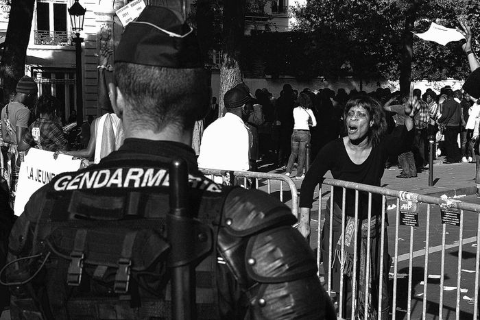 ThePhotojournalist2016eyeEmAwards Streetphoto_bw Protest Demonstration Manifestants Manifestación Manif Policeman Gendarmerie Street Photography Paris, France  Photojournalist Eyeem 2016 The Street Photographer - 2016 EyeEm Awards Monochrome Photography Focus On The Story The Troublemakers