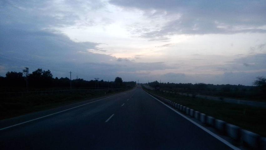 Indian highways.... Highway 1 Highways&Freeways Highywayphotography Rainy Days Rainy Rain Rainy Road Sky And Clouds Sky_collection