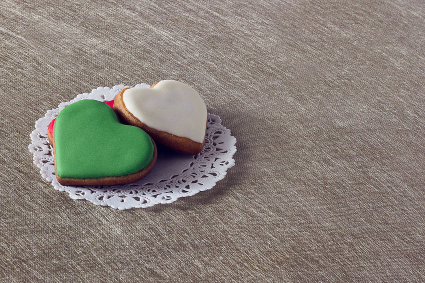 Heart cookies Food Still Life Sweet Food Sweet Food And Drink Table High Angle View Baked Indoors  No People Freshness Indulgence Dessert Temptation Unhealthy Eating Love Ready-to-eat Positive Emotion Cookie Directly Above Macaroon San Valentine's Day