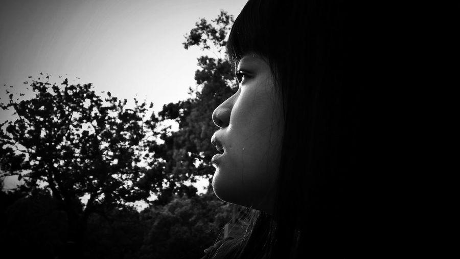 2018/4/5 速寫朋友 於大安 Friendship Friend Friends Taiwan Eyes Eyesight Park Bw Bw_lover BW_photography B&w Photo B&w Bw Photography B&w Photography Bwphotography Tree Headshot Women Plant Holiday Moments EyeEmNewHere