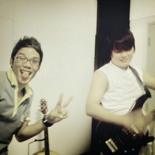 แฟรงค์ โต้ง Frank Tong Friend Friendship crafter guitar queen bass