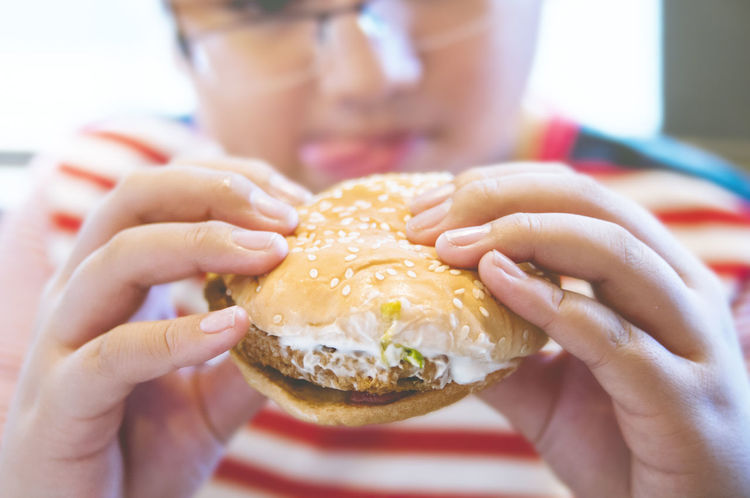 Closeup of hands of a kid holding chicken burger Hands Hungry Burger Chicken Burger Close-up Eat Eating Fast Food Food Hamburger Holding Indoors  Junk Food Kid One Person Ready-to-eat Selective Focus Unhealthy Eating Summer Exploratorium