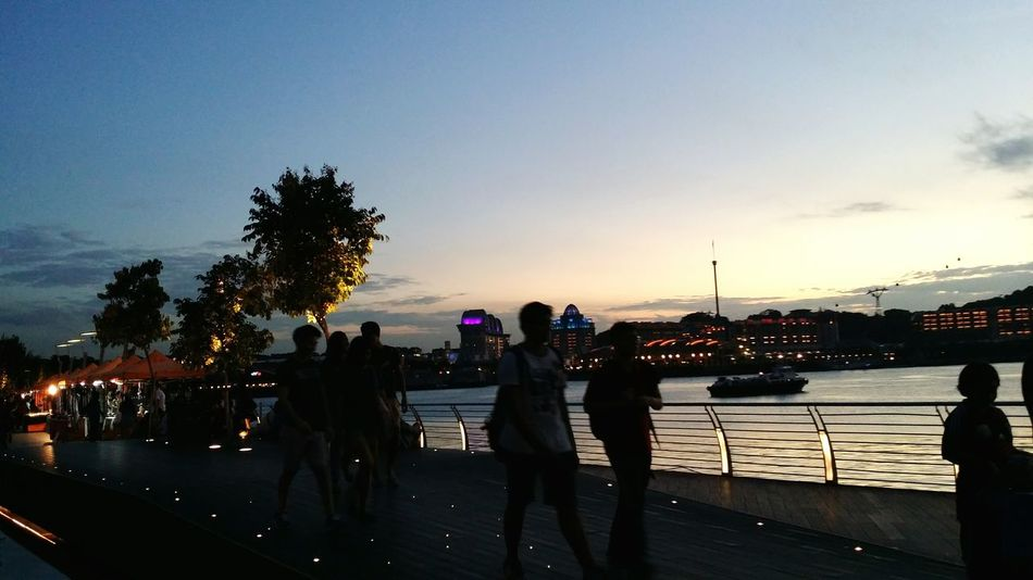 Beautiful day People Watching Peoplephotography Sunset Silouette Daily Life Streetphotography