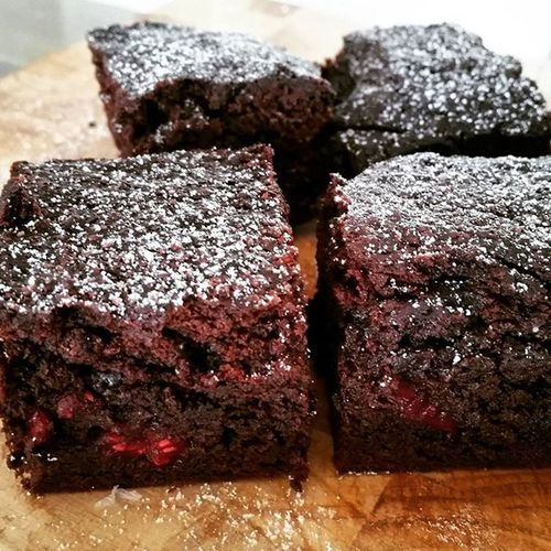 Dark choc, raspberry and sea salt brownies. Backinmumskitchen