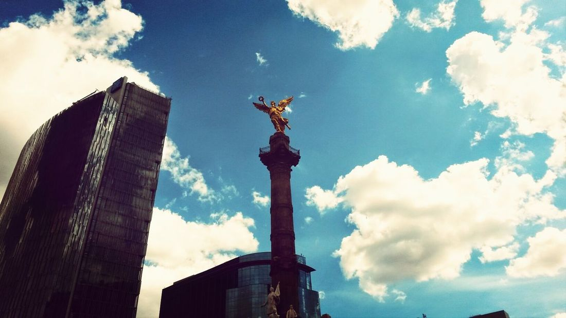 Street Photography Monumento a la Independencia