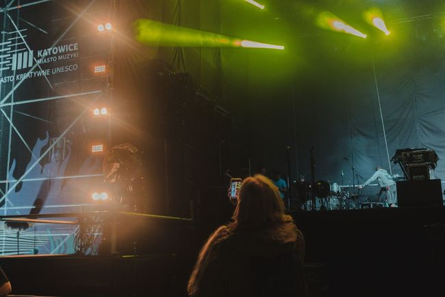Foggy Nelson .. taking pictures for Matt People Watching Stage Blonde People Together Going The Distance Green Light Photo Of People Taking Photos Crew Lifestyles Guy And Girl People Photography Shootermag Showcase August First Eyeem Photo People Of EyeEm Walking Around In Front Of Me