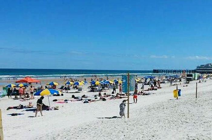 South Beach Beach Outdoors Large Group Of People Florida Beaches Miami South Beach Miami FL Usa 🇺🇸☀️ Umbrellas, Beach, Shade, Rest, Summer
