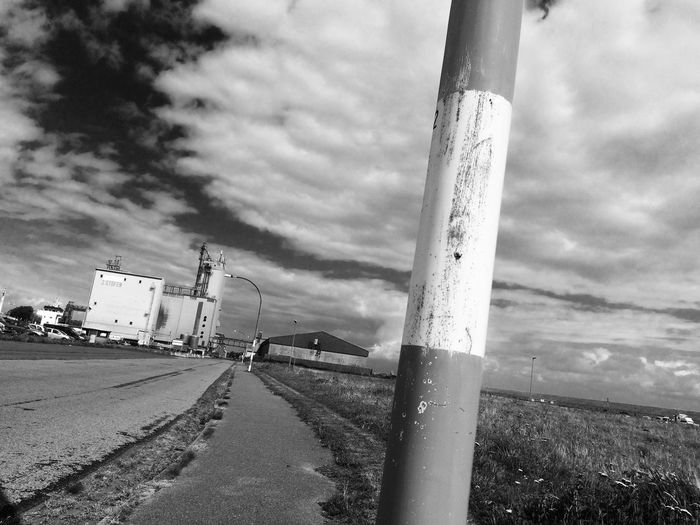 2017 Sky Cloud - Sky Day Road Outdoors No People Built Structure Building Exterior Black And White Collection  Black&white Blackandwhitephotography Black And White Photography Blackandwhite Photography Black & White Black And White Blackandwhite Dithmarschen Schleswig-Holstein