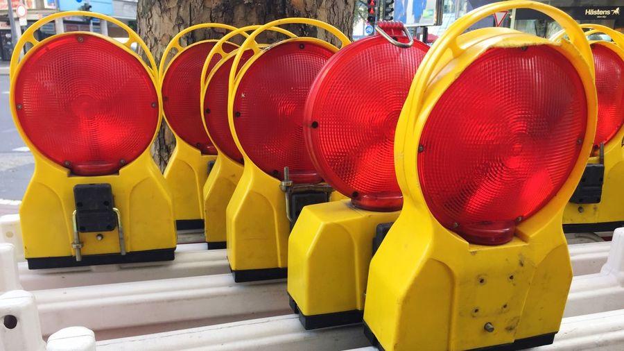 Road reflectors arranged at construction site