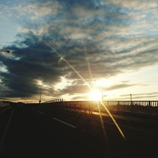 風が冷たい 無加工 自宅近く 買い物帰りの さっきソラ 本日の夕暮れ 橋の上から