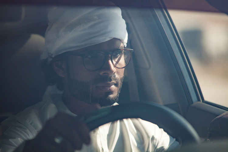 Adult Adults Only Ara Arab Man Beard Car Close-up Day Driving Around Emirati Emirati Arabi Eyeglasses  Headshot One Man Only One Person One Young Man Only Only Men Outdoors People Sunglasses Transportation Young Adult