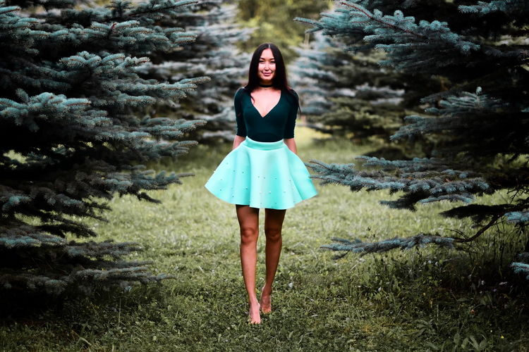 Adult Adults Only Beauty Beauty In Nature Day Fashion Full Length Grass Nature One Person One Woman Only One Young Woman Only Only Women Outdoors People Portrait Real People Women Young Adult Women Around The World