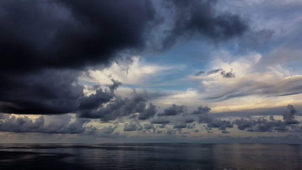 Storm Cloud Cloud - Sky Dramatic Sky Storm Scenics Thunderstorm Nature Awe Outdoors Power In Nature Ominous Beauty In Nature EyeEm Best Shots EyeEm Exceptional Photographs EyeEm Gallery Extreme Weather Sky Sea Day Landscape No People EyeEm Best Edits Storm Water