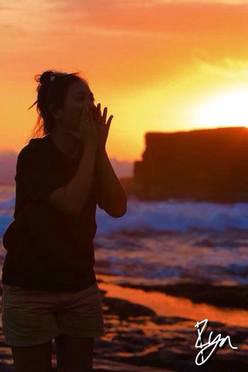 Candid of her... Sunset and shouting... Heehhehe... Razhar RyanAzhar Iloveindonesia Bali