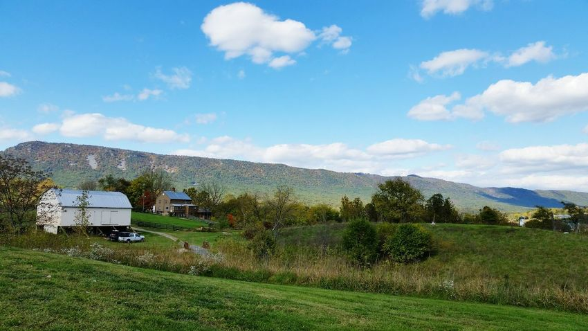 The beautiful Shenandoah valley I call home. Shenandoah Valley Mountain Massanutten Fall Autumn Farm Rural