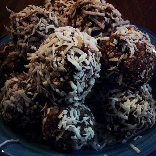 Batch of Choc Peanut Butter/Goji berries protien balls made for next few days. Love these as post workout snacks, super yummy :-) Gogi Asn Protein Fit healthyohsogood!!!