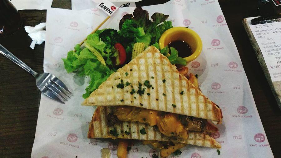 Couplegoals Boyfriend Emma's Cafe With My Love 一家有點小貴但是義大利麵頗便宜的小 餐廳 Restaurant Delicious Delicacy Sandwich Finestsilver