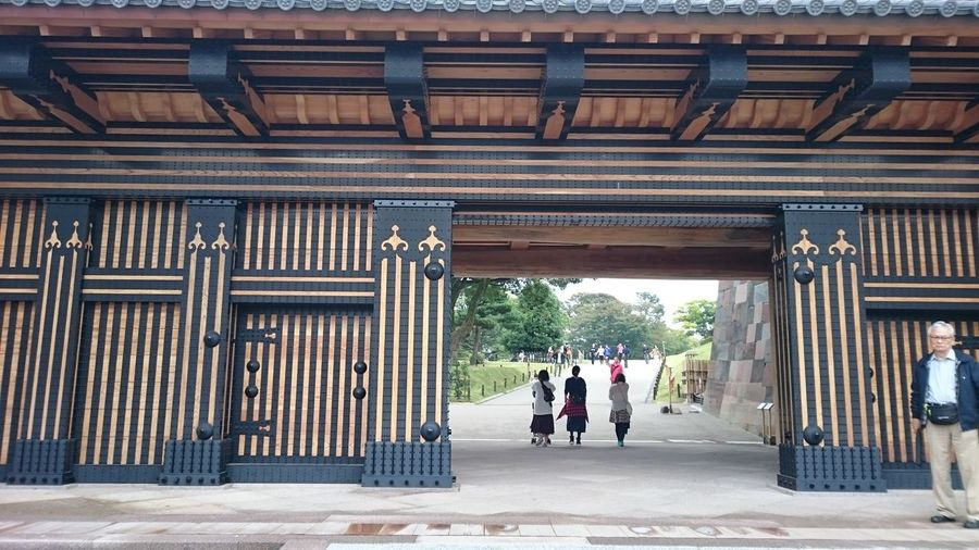Beautiful Architectural Column Architecture Building Exterior Built Structure Day Full Length Gate Hasidumemon Kanazawa Castle Men Outdoors People Real People Japan Kanazawa-shi Heavy 金沢市 The Architect - 2017 EyeEm Awards 乳鋲 橋爪門 金沢城公園