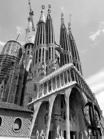 EyeEm Selects Architecture Low Angle View Built Structure Building Exterior Travel Destinations Place Of Worship Spirituality Religion History Travel Tourism Sky Outdoors Day Cloud - Sky No People