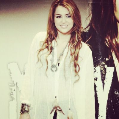 @mileycyrus @linilove0o Smilers Smiler Milesbians Mileycyrus Mileyisnotugly NoHateforMiley