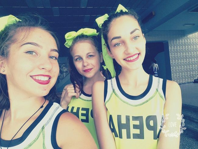 Cheerleading my girls♥