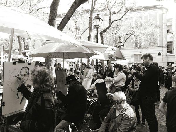 B&w Street Photography Paris Paris ❤ Paris, France  Paris Je T Aime Artist Black_white Blacknwhite Black And White Photography Black & White Bllack And White Blackandwhite Place Du Tertre The Tourist