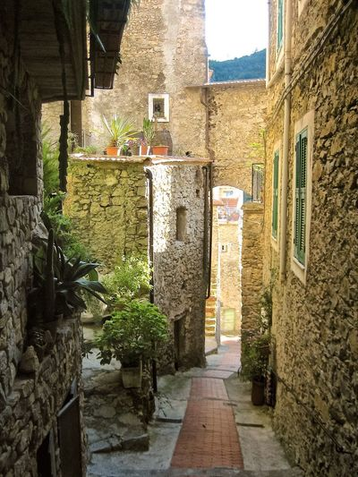 The Way Forward Paved Street Romantic Italian Village  Downtown Narrowpath Narrow Alleys Italy Buildings Old Buildings Narrow Street Narrow Paved Day Alley Summer Tranquil Scene Tranquility Eyeemphoto No People Adapted To The City