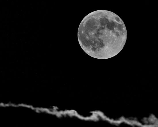 Caught some clouds with tonight's Supermoon! Make sure you go out and take a glimpse. 🌚 Supermoon Supermoon 2015 Moon Luna Nightsky Nightphotography Sky And Clouds Skyporn