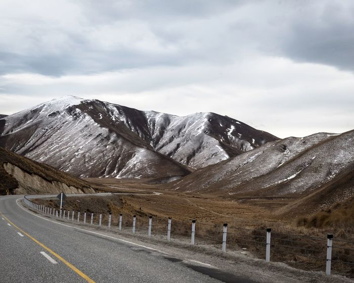 The road through Lindis Pass in the South Island of New Zealand showing off its winter colours For My Friends That Connect Shootermag Ladyphotographerofthemonth Tadaa Community Amazing My Sky Obsession... Natural Beauty On The Road Landscape_Collection EyeEm Masterclass