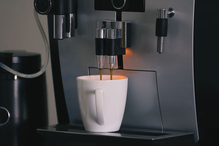 Coffee Maker Espresso Maker Coffee Machinery Coffee - Drink Indoors  Coffee Cup Refreshment Drink Cup Mug Close-up Food And Drink No People Appliance Cafe Freshness Espresso Pouring Coffee Shop