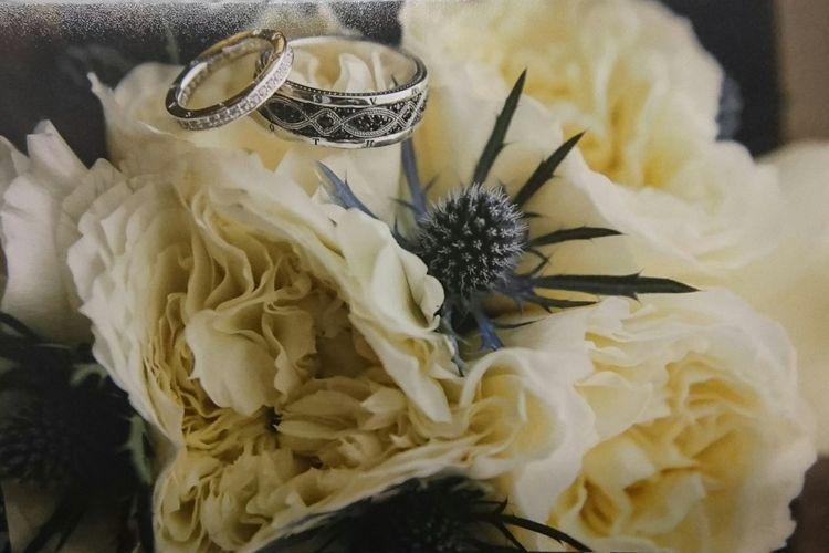 Wedding Rings Big Day Las Vegas Little Chapel Of Flowers Wedding Photography Wedding