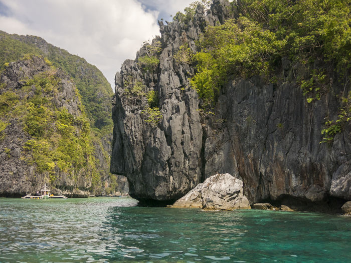 Cliffs In Sea At El Nido
