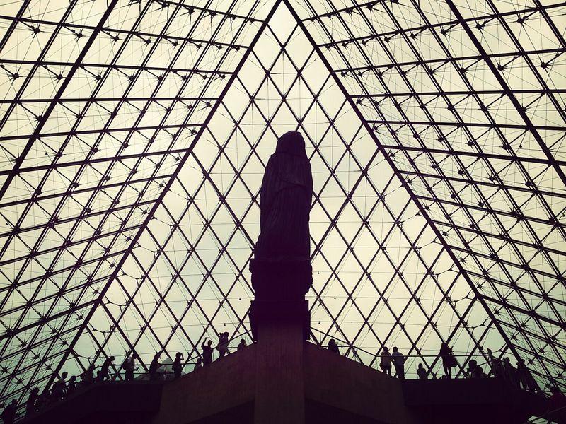 Paris Pyramide Du Louvre